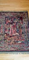 Gazdagon díszített csodás selyemfényű szőnyeg