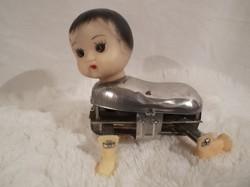 RETRO - mechanikus - felhúzhatós mászóbaba - ruha nélkül - hibátlanul működik - 12 x 11 x 8 cm