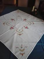 Antik, hímzett pamut asztalterítő, asztalközép
