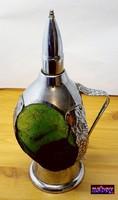 Zenélő likőrös palack, horpasztott Muránói üvegbetéttel, nikkelezett vasalattal, hibátlan.