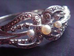 Antik, ezüst karkötő, karperec. Dúsan cizellált, köves és gyöngy berakással.Ajándéknak is ajánlom