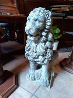 Kerti szobor, kültéri oroszlánt ábrázoló szobor