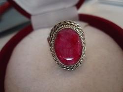 Nagy, tömör, rubin köves filigrán ezüst gyűrű 925