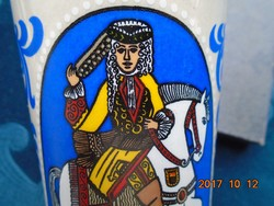 Lovas királyokkal színes kerámia kupa 11,5 cm