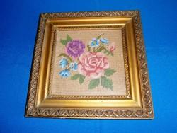Régi keresztszemes hímzéssel készült rózsás virágos kép aranyozott keretben 24 x 24 cm