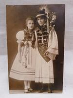 Gyermekek népviseletben fotó 1924
