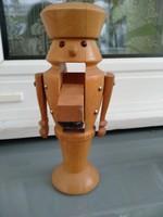 Fa  diótörő figura