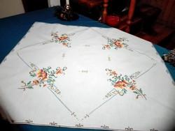 Antik, hímzett terítő, 81 x 84 cm