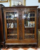 Neoreneszánsz vitrines polcos szekrény