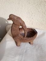 Mitológiai állat figurát ábrázoló szobor eladó.