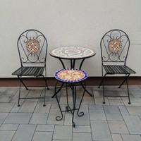 Kerti mozaik  asztal  2 db székkel + asztal.