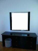 C605 Modern fekete pipere asztal + tükör