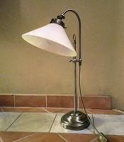 Elegáns réz/tejüveg asztali lámpa