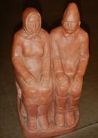Öregek a padon. Nagy S. szignóval ellátott terrakotta szobor