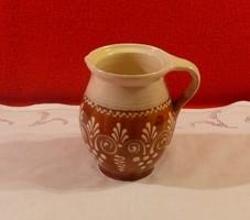 Mázas, festett köcsög Patonai Ferenc sümegi keramikus műhelyéből