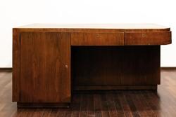 Egyedi, térbe állítható vitrines art deco íróasztal