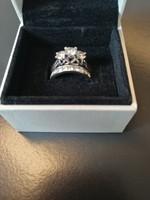 Gyémánt eljegyzési és kísérő gyűrű