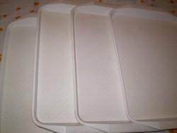 Fehér műanyag tálaló tálca 4 darab egyben. 30x43 cm.