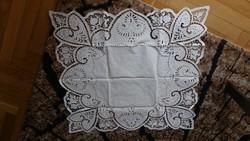 Richelieu / riseliő / riselt teritő – 72 x 77 cm