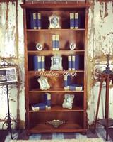 Ónémet könyv szekrény.