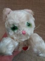 Régi szép állapotú Szív jelzett fehér kis cica üveg szemekkel hímzett orral
