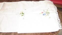 Gyönyörű vintage kézzel hímzett horgolt szalvéta hófehér