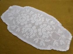 Hófehér horgolt pamut csipke terítő.