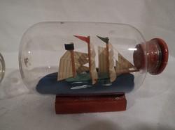 Üveg - nagyon pici - benne fa hajó - 6 x 3,5 cm - fa állványon - hibátlan