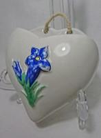 Régi domború mintás Kék virág festett szív alakú szenteltvíz,vagy szalvétatartó.