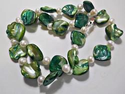Zöld kagylógyöngy és tenyésztett gyöngy nyaklánc