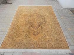 Kézi, perzsa selyem szőnyeg, szakadás mentes, fotók szerinti állapotban.