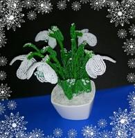 Gyöngyből készített hóvirág asztaldísz GYV19