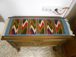 Szőnyeg gyapjú mintás színes 72*25 cm