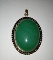 Régi zöld színű nagyméretű női medál