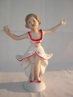 Porcelán táncoló lány