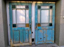 Kékre festett fa ajtók 2db