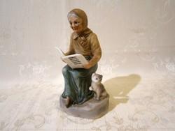 E_018 Biszkvit porcelán olvasó anyóka cicával