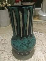 Gorka Lívia türkiz színű vázája