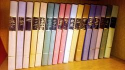 A Viágirodalom Remekei sorozat 31 darabja, kemény táblás fűzött formában.
