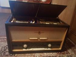 Asztali rádió szalagos magnó és lemezjátszó egyen retró