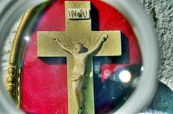 10. Antik, ELEFÁNTCSONT Jézus Krisztus, kereszt, Korpusz (5 cm),  15 cm-es ovális fa keretben!