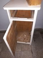 Restauràlandò kis szekrényke