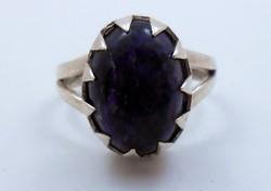 Nagy sötétlila köves elegáns ezüst gyűrű 925
