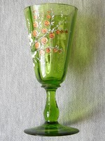 Zöld üveg talpas pohár kézi miniatűr festéssel. Boros , likőrös ? Virágos