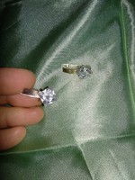 Szép nagy méretű ezüst színű alkalmi női ékszer, fülbevaló átlátszó kővel, jelzésseel