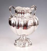 Ezüst amfóra alakú váza