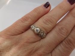 Art deco antik fehér arany gyűrű brillel és gyémántokkal