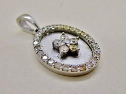 Gyönyörűséges  ezüst  medál fehér kövekkel