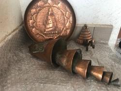 Antik kézműves szélcsengő bronzból dísztányérral