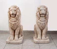 Kültéri kőből faragott oroszlán szobor pár
